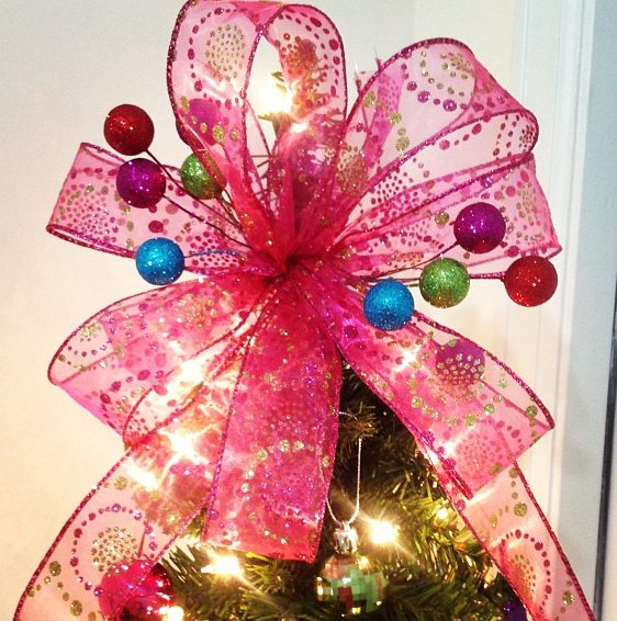 DIY: Christmas Tree Bow Topper - The Denver Housewife