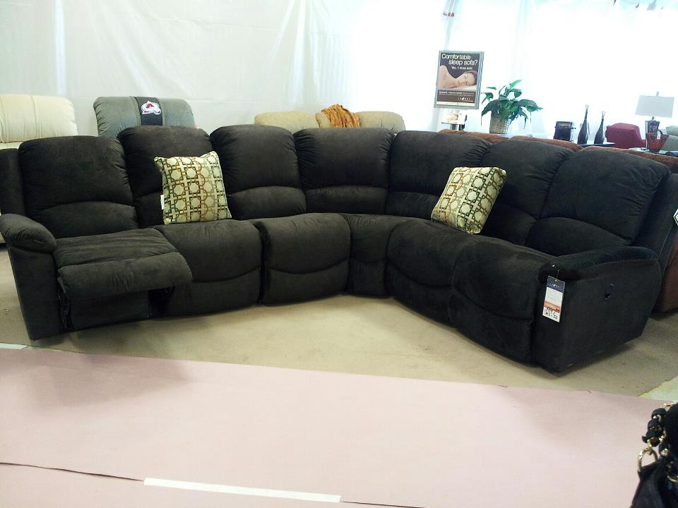 Totally digging this giant La-Z-Boy Sectional Sofa! It was so comfortable and the perfect spot for me to sit while blogging. I would add a bunch of throw ... : lazy boy couches sectionals - Sectionals, Sofas & Couches